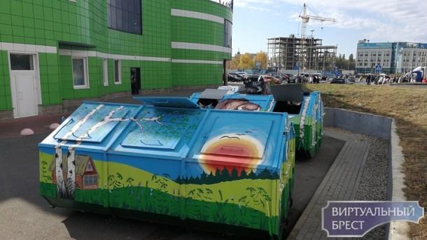 Расписные мусорные контейнеры есть в Бресте: зубр, берёзки, домик, солнышко и 1000-летие